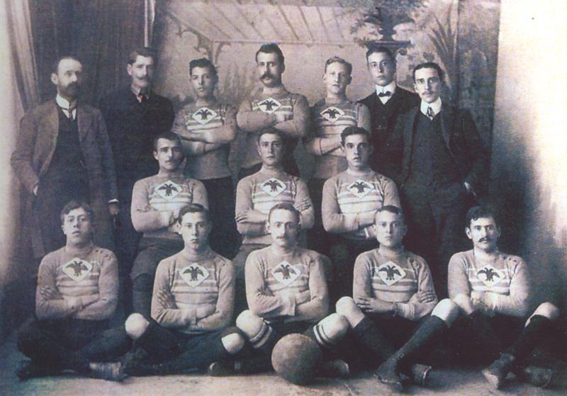 Formación del Águilas Football Club (muy probablemente de 1904)