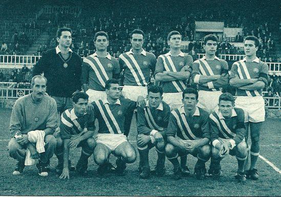Una alineación del Condal de la temporada 60-61. Junto a Peter - delantero centro - figuran algunos jugadores que algunos años después serían importantes en el fútbol español: Torrent, Eladio, Sanchís, Molina...