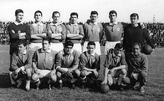 Con su último equipo de cierto relieve, el histórico Nástic de Tarragona, intento el asalto a la Segunda División durante el curso 63-64, finalmente sin éxito. A su lado podemos ver algunos futbolistas con pasado y futuro azulgrana: Rodri, Marañón y Quimet Rifé