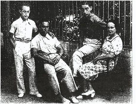 Paulino Alcántara con su esposa y sus hijos.