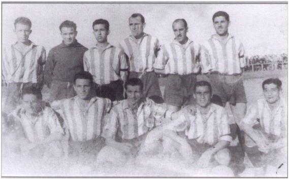 Equipo Campeón de Baleares 1948-49 que ascendió por primera vez a Categoría Nacional. De pie (de izquierda a derecha): A. Badía - B. Ferrer (Cama) - Ll. Badía - J. Galmés (Cuixa) – Boleda - A. Juan (Pera). Agachados: Julio (Satx) – Fluxà - P. Obrador - Monroig (Rotlo) - P. Gomila.