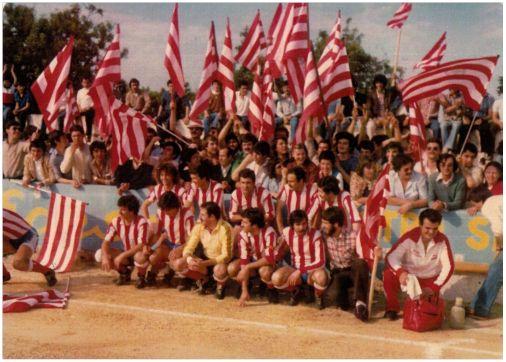 Equipo y afición en la temporada 1979-80 cuando se recuperó la Tercera División.