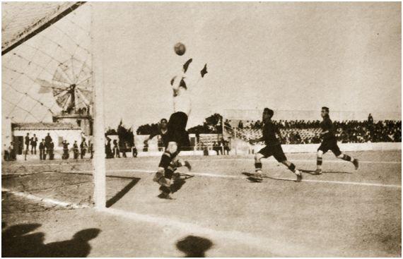 Foto: Partido disputado en el Buenos Aires durante los años veinte. Foto cedida por FAM (Fotos Antiguas de Mallorca).
