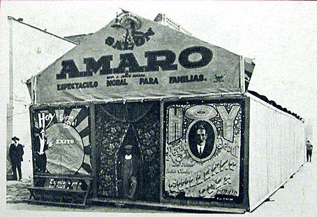 El cine llegaba a los barrios en Carpas que se  montaban. Las butacas eran simples tablones y cabían  más o menos 100 espectadores.