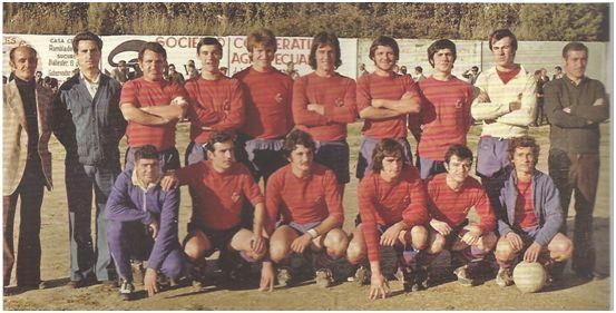 CF Balaguer 1976-77. Antonio Montoliu, Gabriel, Castellví, Garra, Jose Mari, X, Florejachs, Hipólito, Solé y Roberto (padre  del actual entrenador del Everton Roberto Martínez). Linares (masajista), Comadran, Sellart, Alsina, Salas y Perales.