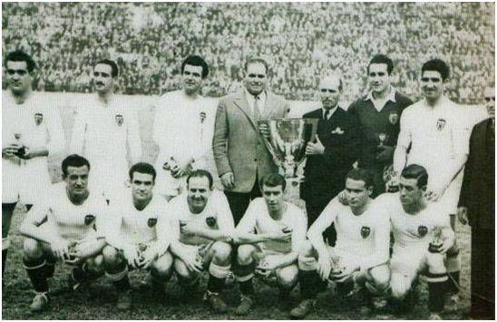 (Valencia C.F., campeón de Liga 1943-44).