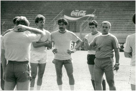 Jordi Gonzalvo dirigiendo al Lleida en 1987.
