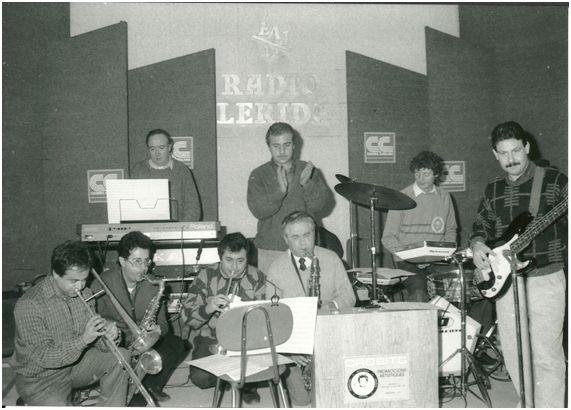 Jordi Gonzalvo dirigiendo a la orquesta durante la grabación.