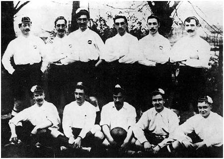 http://es.wikipedia.org/wiki/Copa_del_Rey La alineación del Bizcaya estaba formada por L.Arana, Careaga, Larrañaga, L.Silva, Goiri, Arana, Cazeaux, Astorquia, Dyer, R.Silva y Evans. Astorquia y Cazeaux marcaron los goles de los vizcaínos en la final