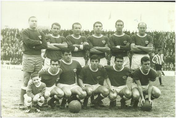 Equipo del Lleida que derrotó al Algeciras (2-0): Patiño, Castellví, Forteza, Sabaté, Iguarán y Pantaleón. Vallejo, Juanín, Cifre, Ferrando y Barberà.