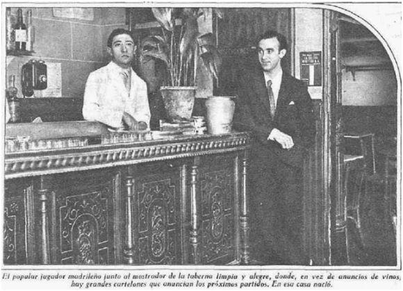 Fuente: Biblioteca Nacional de España (1931) Félix Pérez y un camarero en su taberna.