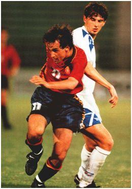 Joseba Andoni Etxeberria Lizardi, máximo goleador español en los Mundiales sub'20, en un partido de Qatar 1995.