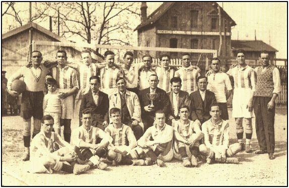 El Erandio Club en la transición de los años 20 - 30, durante el pasado siglo.