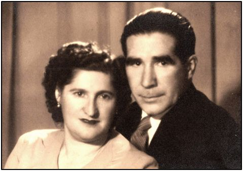 Juan Lizaso y su esposa Honorata, retratados en Estudio Bosch, de Las Palmas. Corría el año 1954.
