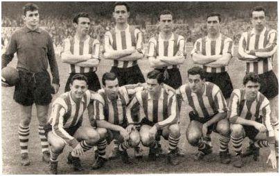 Una formación del Athletic Club de primeros de la década de los 60 con todos jugadores vizcaínos Carmelo; Rentería, Etura, Canito; Mauri, Maguregi; Uribe, Koldo Aguirre,      Arieta I, Merodio, Artetxe