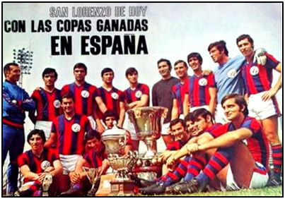 Muños años después de aquella gira, los herederos de ese San Lorenzo posaron para una revista con trofeos conquistados en nuestro suelo.