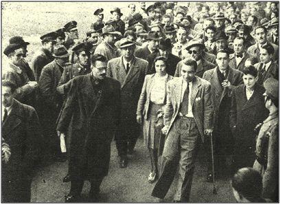Alfonso, con muletas, en uno de los homenajes recaudatorios que le fueron tributados.