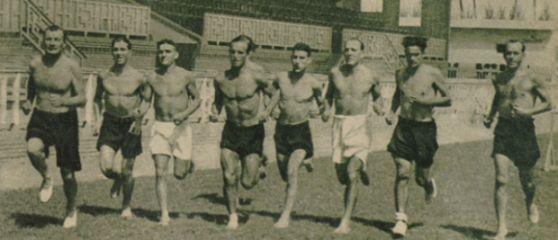 Costa (cuarto por la izquierda) en un entrenamiento en Mestalla