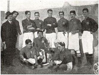 Equipo del Veloz Sport Balear durante las Fiestas Constantinianas (1913)