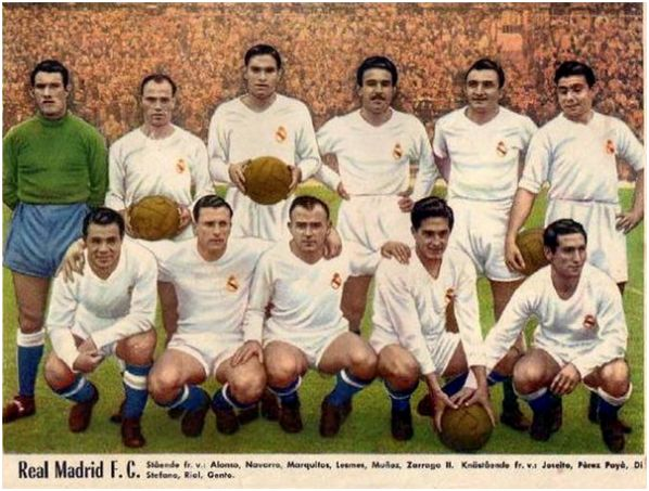 Una formación del Real Madrid de la temporada 1955/56 con un joven Paco Gento en último término