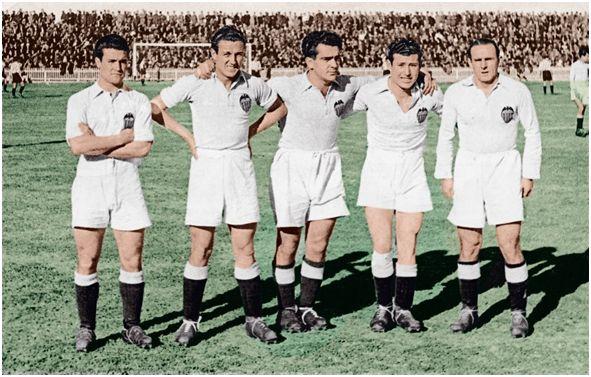 """La delantera eléctrica del Valencia, conocida como """"La traca"""". De izquierda a derecha: Epi, Amadeo, Mundo, Asensi y Gorostiza"""