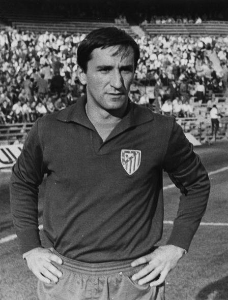 Zubiarrain guardameta guipuzcoano disputó todos los partidos en esta temporada defiendo el marco realista siendo determinante en el ascenso de su equipo. Sus buenas actuaciones en el equipo donostiarra le permitieron fichar por el At. Madrid en la temporada 1968/69. Esta fotografía corresponde a su paso por el equipo del Manzanares.