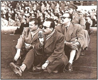 """Matías Prats Sr. y Adolfo Parra, """"Parrita"""", a pie de campo en 1950."""