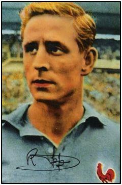 Raymond Kopa en un cromo con su autógrafo, correspondiente al Mundial de Suecia.