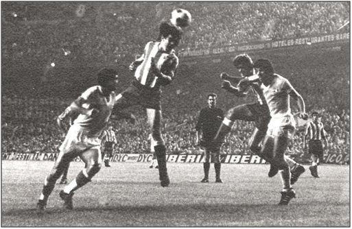 """Bezerra al remate, con el At Madrid, cuando todavía era Becerra. La mediación de Guijarro en su salida del club """"colchonero"""" señaló el principio del fin para el brillante intermediario."""