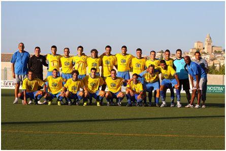 Equipo de la SCD Independiente en Tercera División, 2009 (fuente: futbolbalear.es)