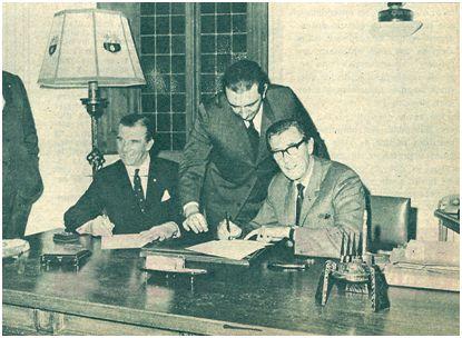 Buckingham y Drake firman el contrato que les une al Barça hasta el 30 de junio de 1970