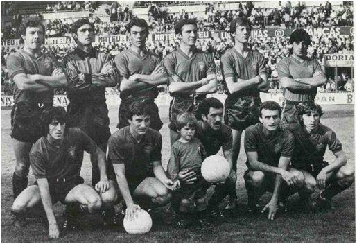 Formación de la temporada 1979/80: Arriba: Mina, Vicuña, Lumbreras, Lecumberri, Goñi, Macua. Abajo: Enrique Martín, Echeverría, Iriguíbel, Iriarte y Rípodas.
