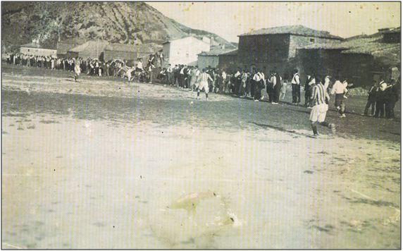 Figura 9 : Fotografía del campo de fútbol de Liédena en 1929.  (Fuente: M.J. Armendáriz & J. Ubago).
