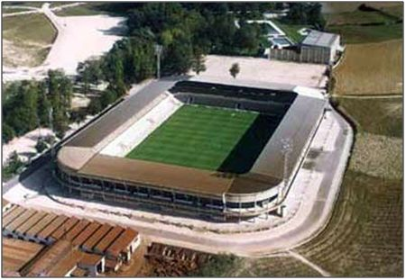 Figura 13 : El Sadar, un estadio moderno en aquella época que contaba con un aforo para 25.000 espectadores. (Fuente: C.A. Osasuna).