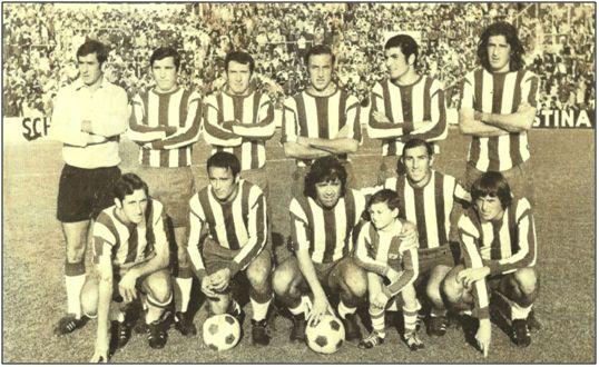 C. D. Málaga 1971-72. Sebastián Humberto Viberti, de pie, primero por la dcha., junto a Martínez.