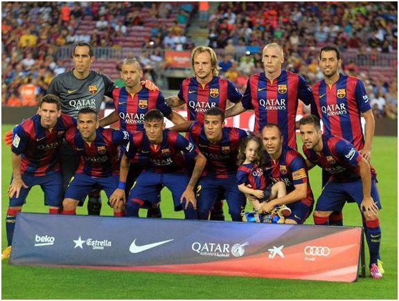 Formación 2014-15: Arriba: Bravo, Mascherano, Rakitic, Mathieu, Busquets. Abajo: Messi, Dani Alves, Neymar, Rafinha, Iniesta, Jordi Alba.