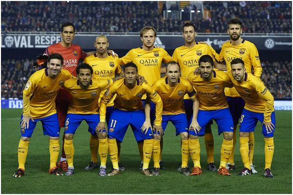 Formación 2015-16: Arriba: Bravo, Mascherano, Rakitic, Busquets, Piqué. Abajo: Messi,           Dani Alves, Neymar, Iniesta, Luis Suárez, Jordi Alba.