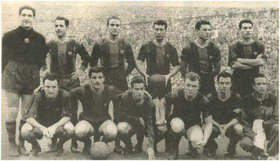 Formación 1955-56: De Pie: Ramallets, Seguer, Biosca, Gracià, Bosch, Segarra. Agachados: Mandi, Villaverde, Luis Suárez, Kubala, Manchón.