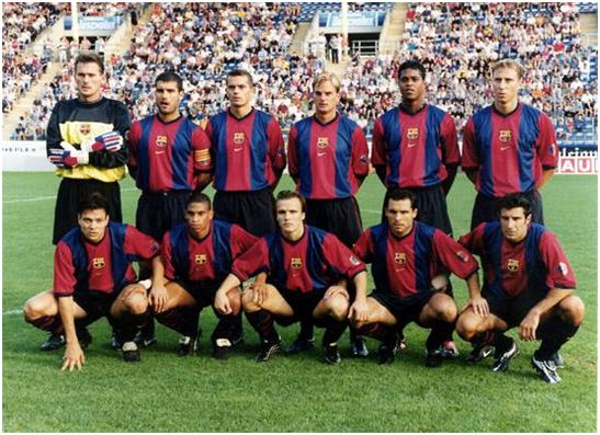 Formación 1999-00: De pie: Hesp, Guardiola, Cocu, Frank de Boer, Kluivert, Déhu. Agachados: Litmanen, Reiziger, Zenden, Sergi, Figo. Todos menos Guardiola y Sergi eran extranjeros. 6 de Holanda, 1 de Francia, 1 de Finlandia, 1 de Portugal.