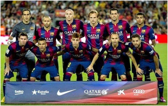 Formación 2014-15: De Pie: Bravo, Mascherano, Mathieu, Rakitic, Busquet, Rafinha. Agachados: Messi, Dani Alves, Munir, Iniesta, Jordi Alba.
