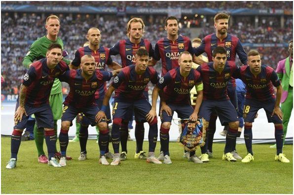 Formación del F.C. Barcelona  Campeón de la Liga de Campeones 2014-15. De Pie: Ter Stegen, Mascherano, Rakitic, Busquets, Piqué. Agachados: Messi, Dani Alves, Neymar, Iniesta, Luis Suárez, Jordi Alba.