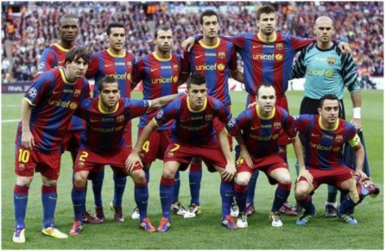 Formación del F.C. Barcelona Campeón de la Liga de Campeones 2010-11: De Pie: Abidal, Pedro, Mascherano, Busquets, Piqué, Víctor Valdés. Agachados: Messi,           Dani Alves, Villa, Iniesta, Xavi.