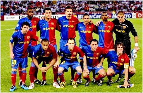 Formación del F.C. Barcelona. Campeón de la Liga de Campeones 2008-09: De Pie: Yaya Touré, Busquets, Piqué, Sylvinho, Eto'o, Víctor Valdés. Agachados: Messi, Thierry Henry, Iniesta, Xavi, Puyol.