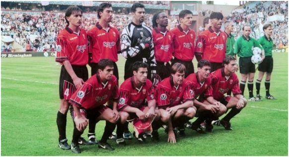 Formación 1998-99. De Pie: Siviero, Marcelino, Roa, Lauren, Stankovic, Engonga. Agachados: Ibagaza, Olaizola, Soler M., Dani G., Biagini.