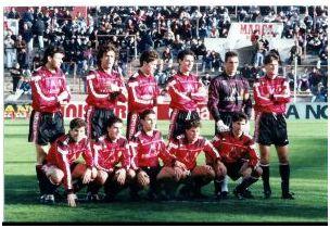 Formación 1994-95. De Pie: Limperger, Mino, Ángel Luis, Serna, Prats, Milojevic. Agachados: Orejuela, Soler F., David Castedo, Óscar, Vidal G.