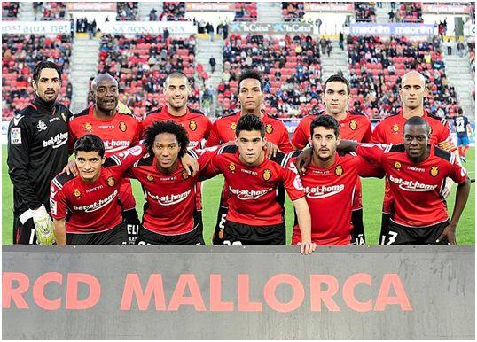 Formación 2010-11. Arriba: Aouate, Webó, Crespí, Nsue, Joao Victor, Nunes. Abajo: Chori Castro, De Guzmán, Kevin, Pablo Cendrós, Pereira.