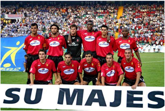 Formación Campeón Copa del Rey 2002-03: Arriba: Nadal, Fernando Niño, Leo Franco,  Harold Lozano, Poli, Eto'o. Abajo: Riera, Álvaro Novo, Ibagaza, David Cortés, Pandiani.