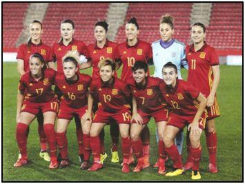 Selección española de 2017. Aún hay gradas semivacías, pero viniendo de donde viene nuestro fútbol femenino, su progresión resulta formidable.
