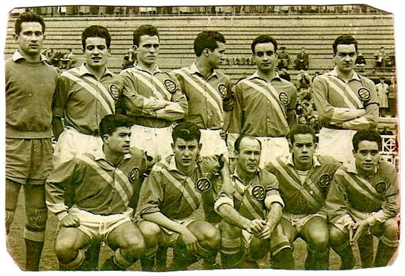 Formación S.D. La España Industrial 1954-55: Arriba: Caldentey, Simó, Rodri, Gracia, Basora II, Vergés. Abajo: Calvet, Allende, César R., Luis Suárez, Mallén.
