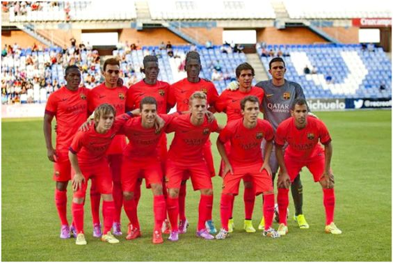Formación 2014-15: Arriba: Adama, Munir, Bagnack, Edgar Ié, Sergi Roberto, Masip. Abajo: Halilovic, Babunski, Dani Nieto, Grimaldo, Montoya.